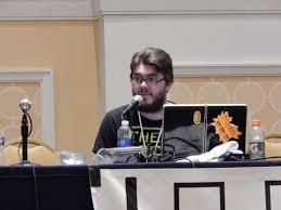 Brendan håller seminarium på ett konvent. Foto: Inverse Phase.