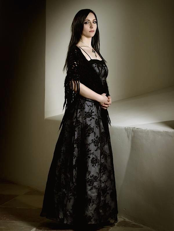 Dina Gothic elegant