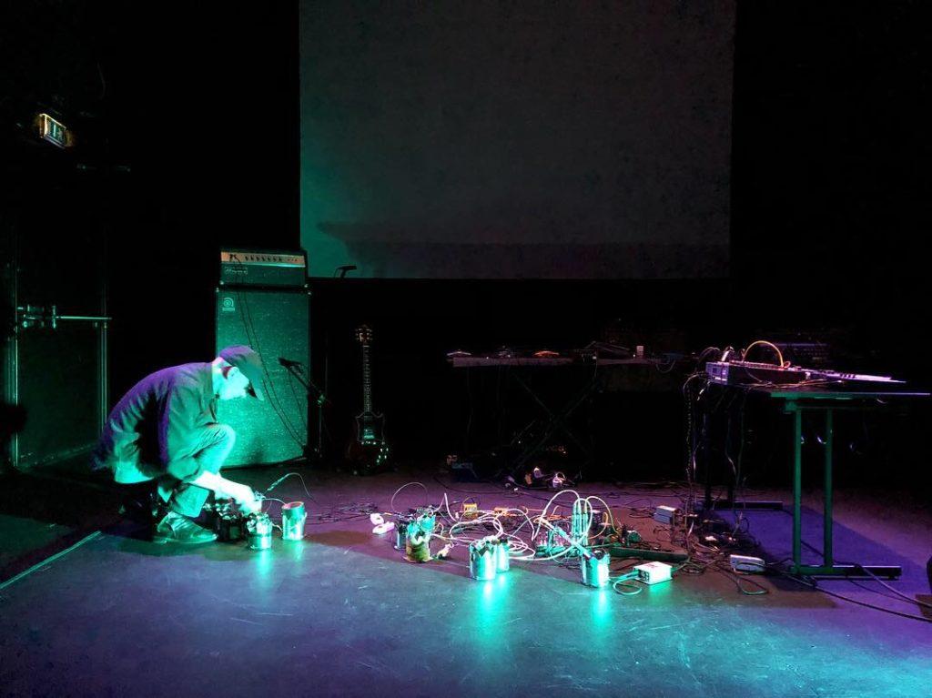 Leif Elggren live på Folkteatern i Göteborg den 15 september 2018. Foto: Martin Sernestrand.