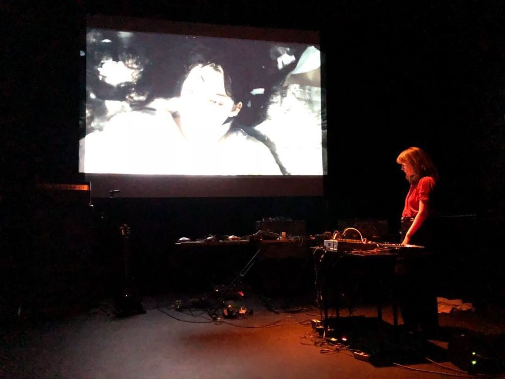 Nadine Byrne live på Folkteatern i Göteborg den 15 september 2018. Foto: Martin Sernestrand.
